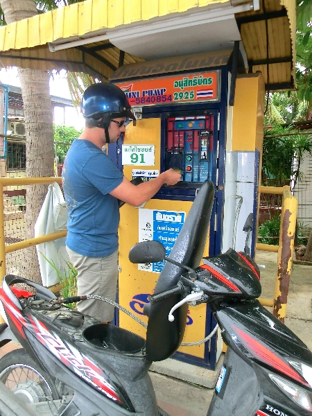 fare benzina Thailandia
