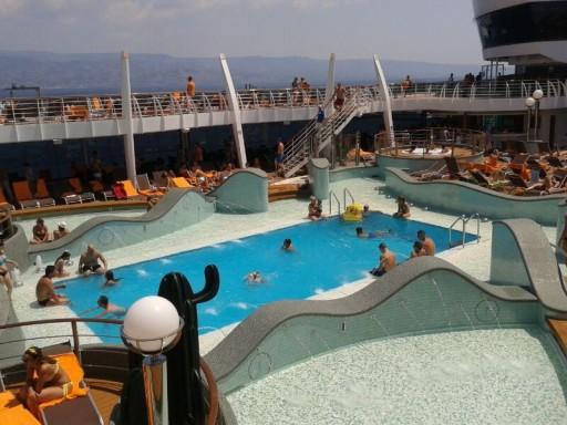 piscina msc preziosa, piscina nave crociera