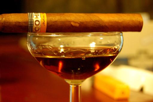 sigari cubani, rum cubano, bicchiere di rhum