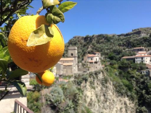 Savoca, borgo Siciliano, set Il Padrino, set birra Moretti, ape piaggio