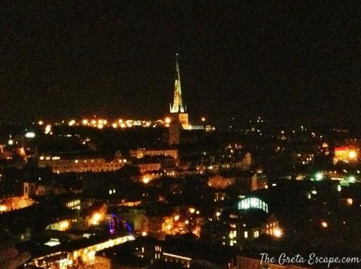 Tallinn di notte, dal 23 piano dell'Hotel Viru