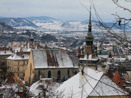 Sighisoara vista dall'alto; la neve una costante quotidiana