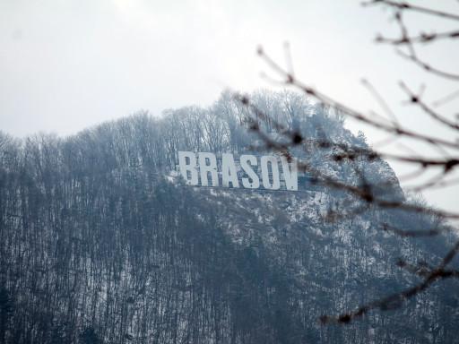 Brasov come Hollywood, però sotto la neve e ingrigita