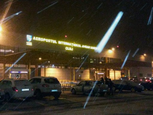 Arrivo all'aeroporto di Cluj Napoca sotto la neve: una costante del viaggio