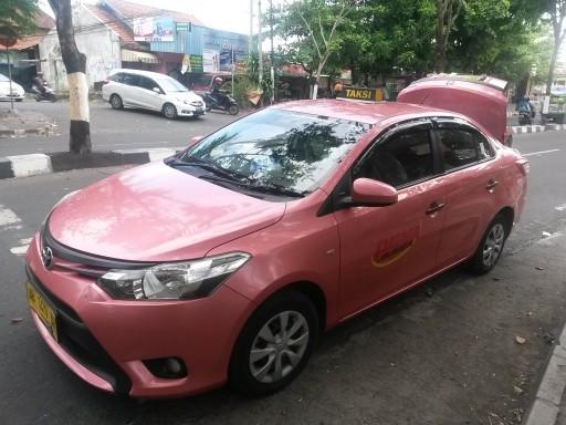 Un pink taxi preso a Java, niente di così mistico come successo a Munduk ma perfetto per una pinkpacker!