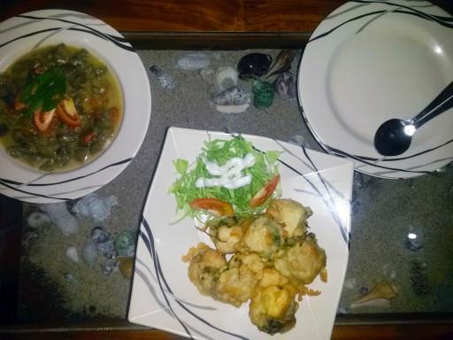 La cena indonesiana a casa di Jolan e Uus a Borobudur
