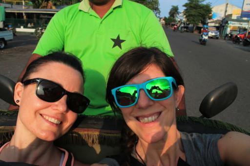 Un selfie sul motor-becak a Yogyakarta, direzione Prambanan. L'autista ci ha permesso di arrivare in tempo per il tramonto