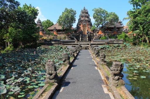 Il tempio sull'acqua di Ubud, luogo di culto e talvolta teatro di danze balinesi