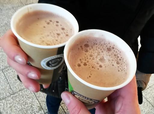 Il caffè da asporto: scalda le mani congelate e rivitalizza il corpo. Direi fondamentale