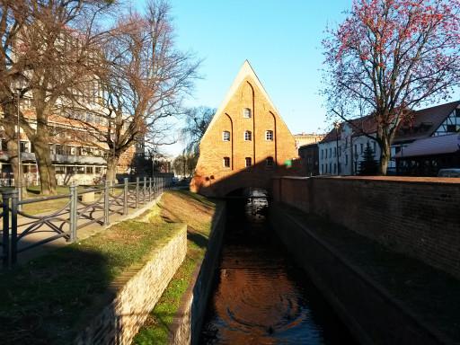 Il Vecchio Mulino ad acqua su uno degli affascinanti canali della Città Vecchia