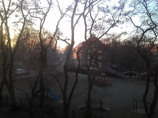 Vista dalla finestra ghiacciata del nostro appartamento nel quartiere di Mostek