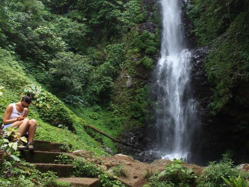 Cascate e foresta pluviale caratterizzano l'area di Munduk, dove fare trekking