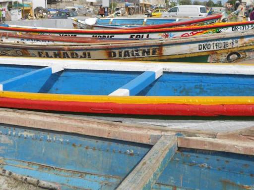 Al termine del grande mercato rionale di Dakar, il deposito di piroghe