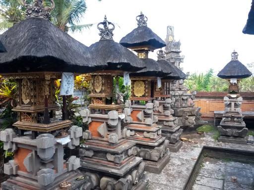 Templi e dedizione al sacro, sono Bali. L'uno non può prescindere dall'altro