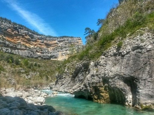 Un paesaggio unico, una pausa sulle rocce, nel letto del fiume a una mezz'ora dal Point Sublime