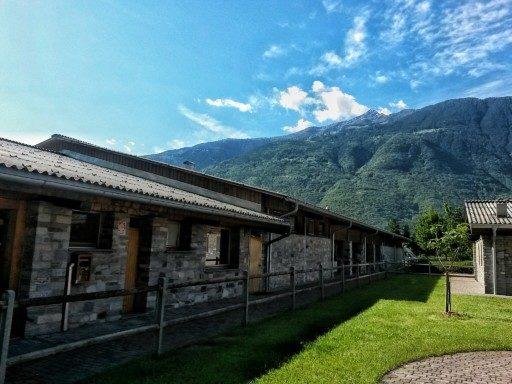 Gli esterni della tenuta La Fiorida sono ordinati e infiniti, è qui che si allevano le mucche e si coltivazione le erbe aromatiche