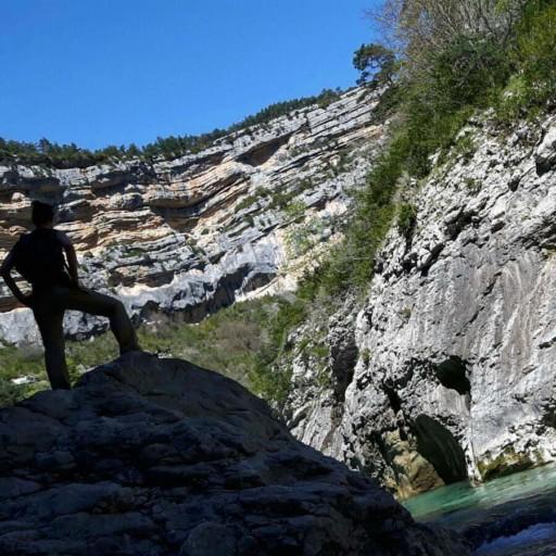 Sbucare sul fondo della gola del Verdon, dopo 15 km di salite e discese ripide, scale in ferro e tunnel è una soddisfazione grande