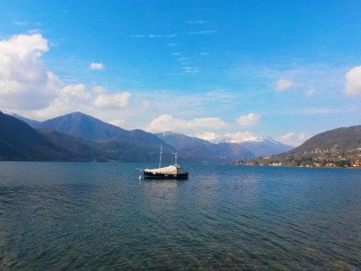 Il bellissimo lago d'Orta che si costeggia a inizio e fine trekking