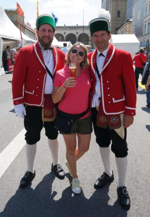Con i mastri birrai all'apertura dei festeggiamenti per cinquecentenario dell'editto sulla purezza della birra bavarese