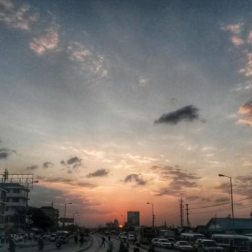 Scendere dal bus veloce la sera e trovarsi di fronte questo tramonto qui. What else?