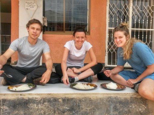 Pranzo a Iringa in un ristorantino locale con altri due backpacker