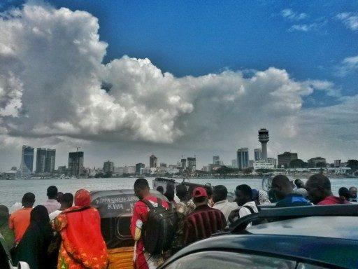 Vista sul downtown, mentre la ferry lascia Kigamboni e mi riporta in centro a Dar Es Salaam