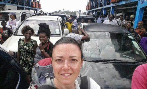La ferry dal porto di Dar porta alle spiagge di Pwani, bianche, lunghissime e tropicali