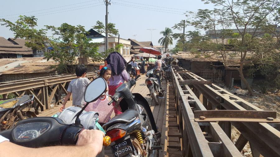 Myanmar in motorino